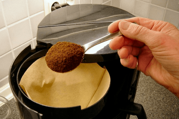 Putting Ground Coffee In A Filter Coffee Machine