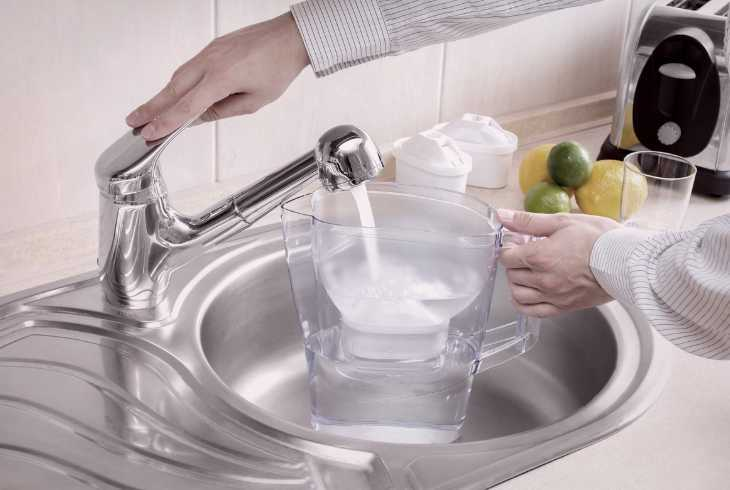 Filling up filtered water jug in kitchen sink