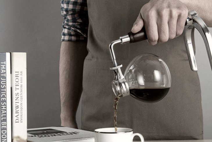 Man reviewing the history of siphon coffee makers