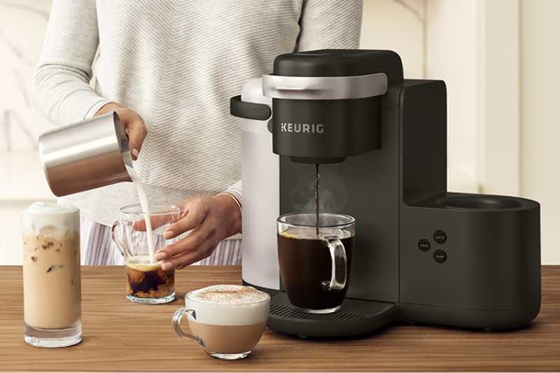 Making coffee in the Keurig K-Cafe